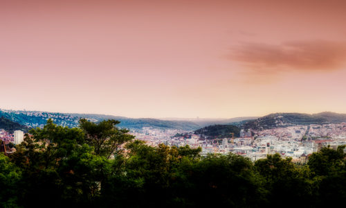 Träumerisches Panorama mit dem Fernsehturm und der Stuttgarter Innenstadt