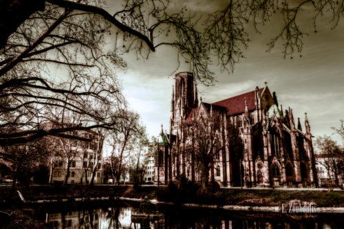 Herbstliche Aufnahme der Johanneskirche am Feuersee, Stuttgart