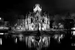 Schwarzweiss-Aufnahme der Johanneskirche am Feuersee, Stuttgart