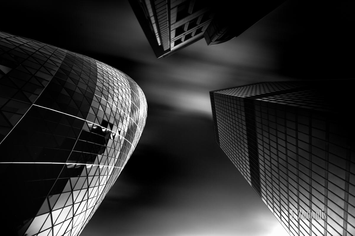 Schwarzweiss-Aufnahme der Skyline in London aus einer anderen Perspektive