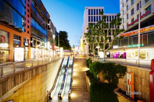 Aufnahme zur blauen Stunde am Rotebühlplatz Stuttgart