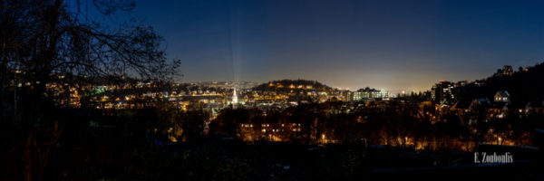 Nachtpanorama in Stuttgart Heslach mit Blick auf die funkelnden Lichter der Stadt