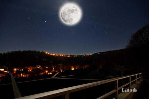 Nacht Aufnahme bei Vollmond mit Blick über die Eiernest Siedlung in Stuttgart Heslach