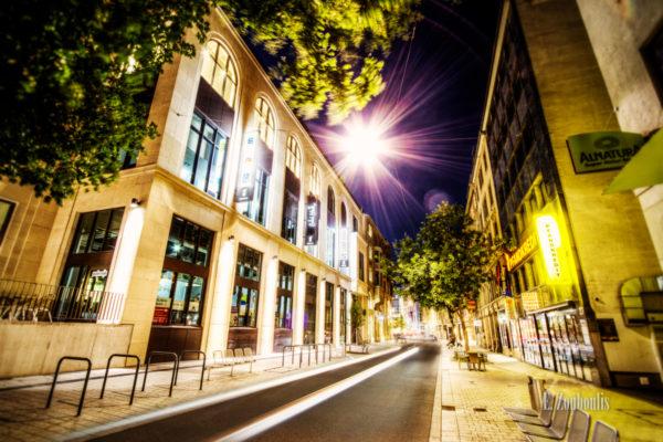 Nachtaufnahme an der Tübinger Straße in Stuttgart
