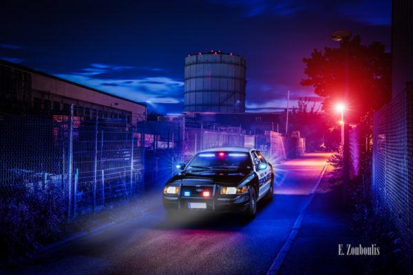 Amerikanisches Polizei Auto im Einsatz. Im Hintergrund ist der Gasturm zu sehen in Stuttgart-Ost
