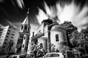 Schwarzweiß-Aufnahme an der Russischen Kirche in Stuttgart