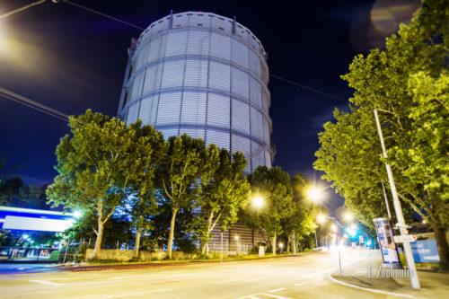 Nachtaufnahme am Gasturm in Stuttgart Gaisburg