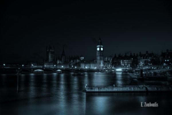 Nachtaufnahme an der Themse in London mit Blick auf Big Ben, dem Palace of Westminster