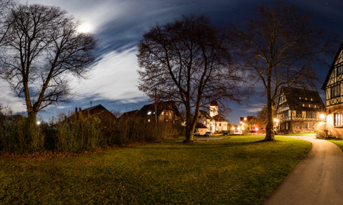 Rundumaufnahme bei Vollmond an der Bibliothek in Gärtringen in einem 360 Grad Panorama