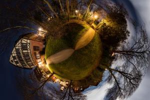Der Planet Gärtringen - in diesem Fall an der Stadtbibliothek. Ein 360 Grad Rundumblick in der Form einer Sphäre