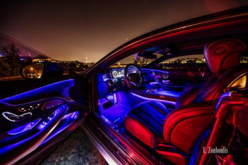 Nachtaufnahme einer Mercedes S-Klasse Coupè. Die geöffnete Tür erlaubt einen Einblick in den AMG mit der futuristischen Beleuchtung. Im Hintergrund sind die funkelnden Lichter der Stadt Stuttgart zu sehen. Bild entstanden auf Einladung von Mercedes Benz
