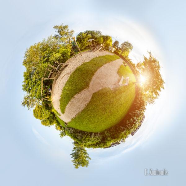 Der Planet Gärtringen – in diesem Fall am Spielplatz im Kayertäle in Gärtringen. Ein 360 Grad Rundumblick in der Form einer Sphäre