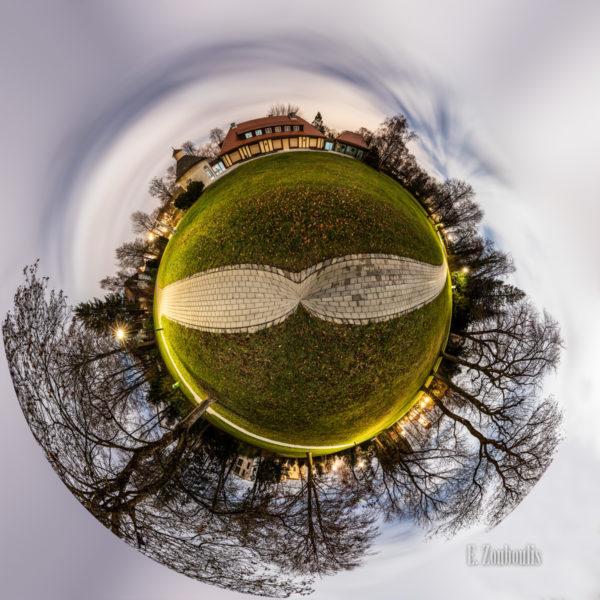 Der Planet Gärtringen – in diesem Fall vor der Villa Schwalbenhof in Gärtringen. Ein 360 Grad Rundumblick in der Form einer Sphäre