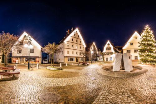 Rundumaufnahme bei Vollmond am Marktplatz in Gärtringen in einem 360 Grad Panorama