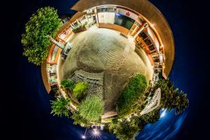 Der Planet Gärtringen – in diesem Fall am Grabenzentrum in Gärtringen. Ein 360 Grad Rundumblick in der Form einer Sphäre