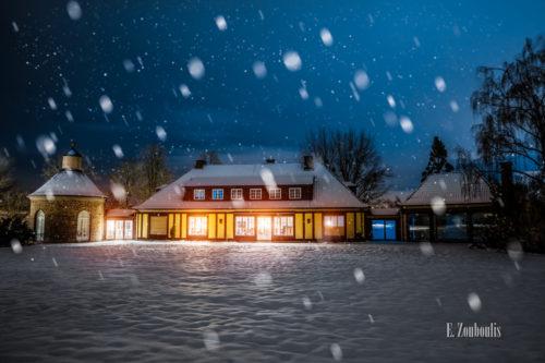 Nachtaufnahme an der Villa Schwalbenhof in Gärtringen. In der Mitte des Bildes die Villa während einer Veranstaltung