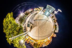 Der Marienplatz in Stuttgart in Kugelform - als kleiner eigenständiger Planet