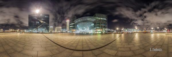 Berlin Hauptbahnhof Panorama. 360 Grad Fotografie am Berliner Hauptbahnhof bei Nacht.