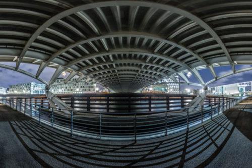 Die Unterwelt von Berlin - 360 Grad Fotografie an der Spree unter der Kronprinzenbrücke mit Blick auf das Regierungsviertel von Berlin