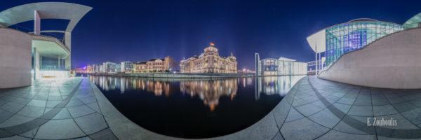 Berlin - Die Goldene Mitte - 360 Grad Fotografie an der Spree am Reichstag in Berlin bei Nacht