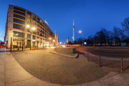 Berlin 360 Blues - 360 Grad Fotografie am Berliner Dom zur blauen Stunde mit Blick auf den Fernsehturm