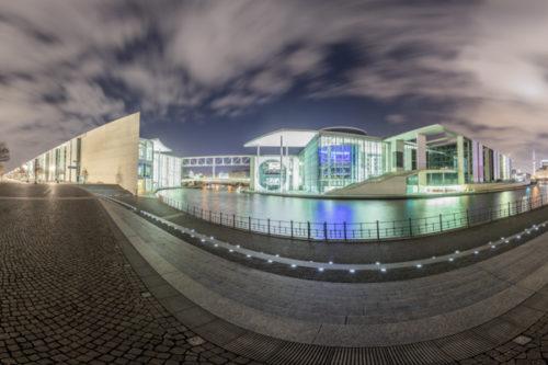 Friedrich Ebert Platz Panorama Vol II - 360 Grad Fotografie vor dem Reichstag in Berlin bei Nacht mit Blick über die Spree auf das Paul-Löbe Haus und das Marie-Elisabeth-Lüders Haus