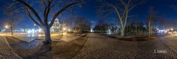 Irrgarten - 360 Grad Fotografie vor dem Reichstag in Berlin bei Nacht