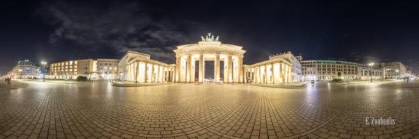 Berlin Brandenburger Tor Panorama Vol II - 360 Grad Fotografie vor dem Brandenburger Tor am Pariser Platz in Berlin bei Nacht
