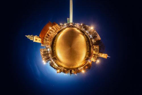 Reichsapfel Berlin - am Alexanderplatz Berlin bei Nacht als kleiner Planet