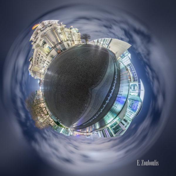 Planet Friedrich Ebert Platz Berlin Vol II - Vor dem Reichstag in Berlin bei Nacht mit Blick auf das Marie-Elisabeth-Lüders Haus als kleiner Planet