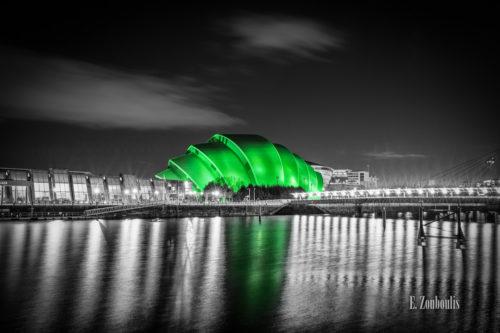 Das Clyde Auditorium in Glasgow in Grün mit schwarz weißem Hintergrund