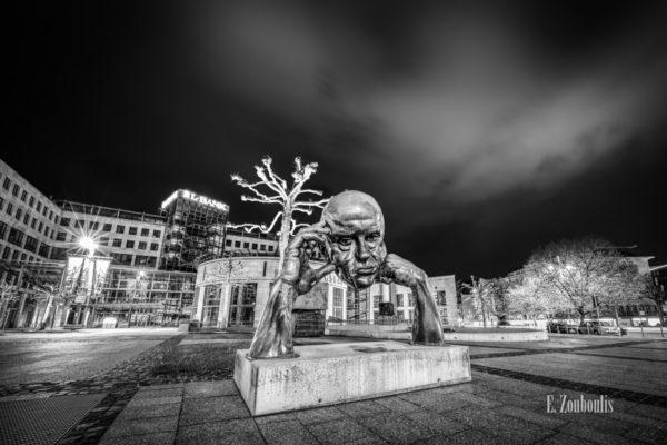 """Die bekannte Skulptur der """"Denkpartner"""", auch beknannt als """"Der Denker"""" in Stuttgart. Der Künstler dieses Meisterstücks ist Hans-Jörg Limbach."""