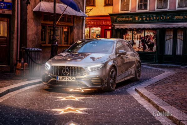 Der Mercedes AMG A45 im Europa-Park seitlich von vorne