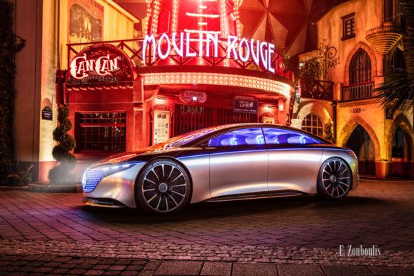 Wandbild eines Mercedes Vision EQS. Seitliche Ansicht von vorne. Aufgenommen beim Europa Park